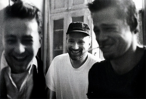 David Fincher with Edward Norton and Brad Pitt on the set of Fight Club.
